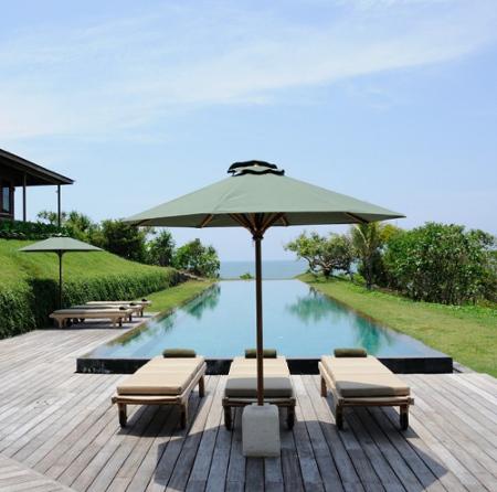 terrasse bois - grenoble - extension bois - architecture - design - amnios - terrasse avec piscine et parasol