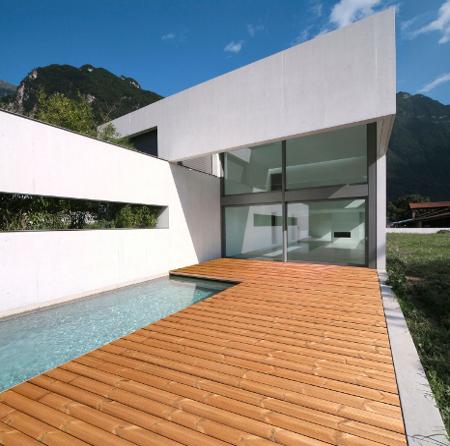 terrasse bois - grenoble - extension bois - architecture - design - amnios - terrasse bois avec maison blanche