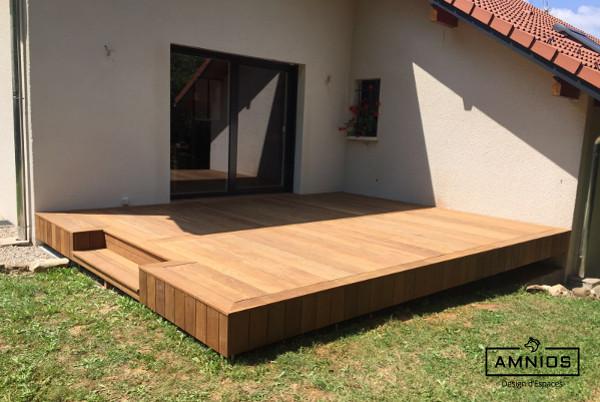 renovation - maison - grenoble - amnios - maitre d'oeuvre - design - vue de cote sur la terrasse en bois