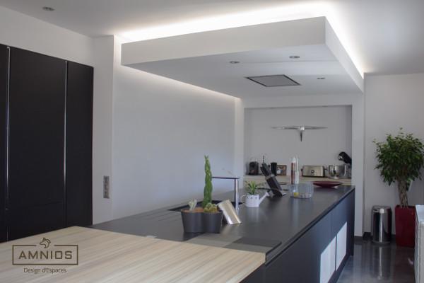 renovation - cuisine - travaux - grenoble - amnios - design - maitre d'oeuvre - vue diagonale cuisine renovee par amnios