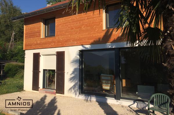 surelevation toit - renovation maison - bois - amnios - grenoble - isere - maitre d'oeuvre - architecture - travaux - design - decoration - autre angle du vue du jardin sur la surelevation de toit